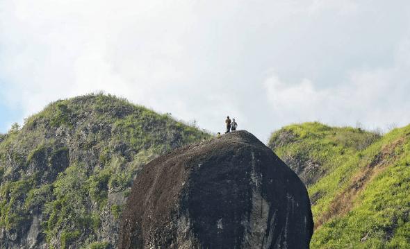 Bukit Batu Manda Sumbar