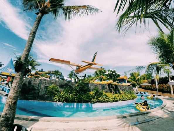 Saygon Waterpark Hadirkan Sensasi Berenang Di Bawah Pesawat