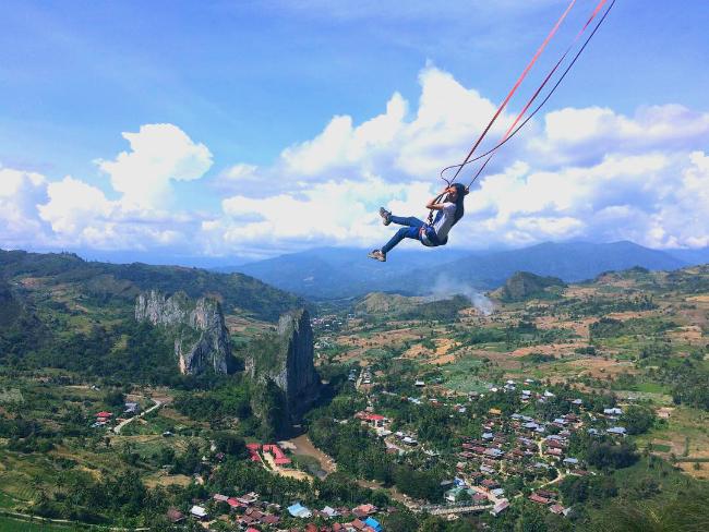 Bukit Cekong, Sensasi Wahana Ekstrem Berayun di Atas Awan