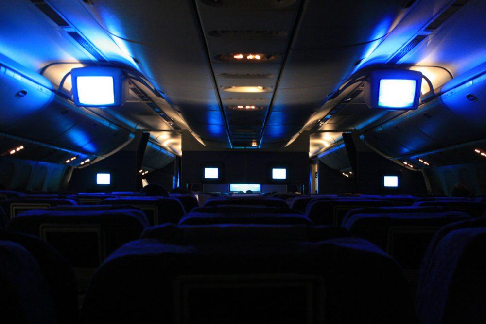 Terungkap, Alasan Mengapa Lampu Pesawat Selalu Diredupkan Ketika Take Off dan Landing