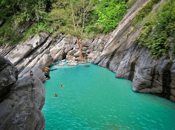 Mengintip Bidadari Kayangan di Danau Biru Sanghyang Heuleut Bandung