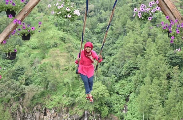 Tengah Hits di Malang, Bukit Bulu Batu Flower Garden ini Sayang untuk Dilewatkan