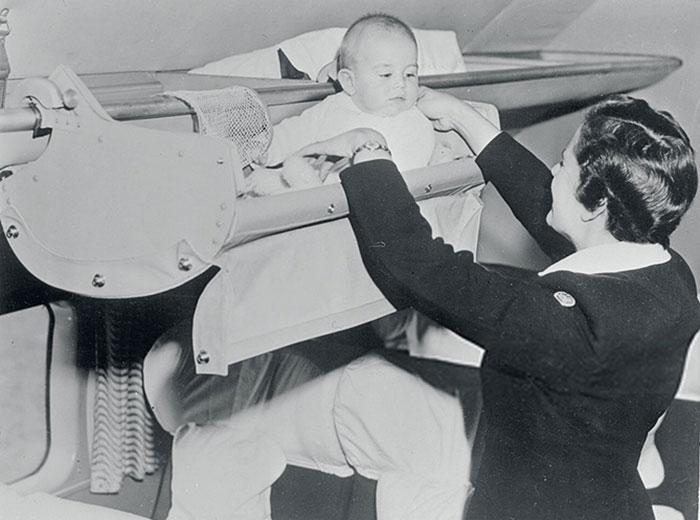 Lucu! Ini dia Foto Bayi Traveling dengan Pesawat Pada Tahun 1950
