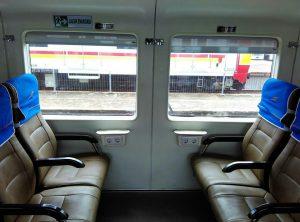 tempat duduk kereta api ekonomi ac