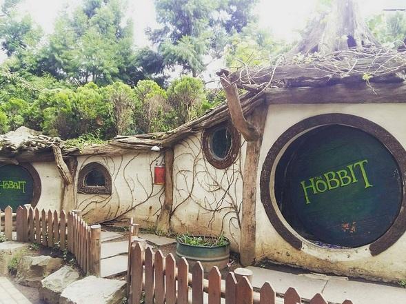3 Pilihan Destinasi Rumah Hobbit yang Pas Buat Wisata Selfie Kamu