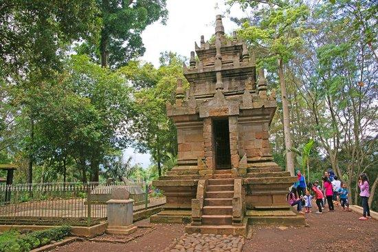 Melihat Keindahan Alam Wisata Candi Cangkuang di Garut, Jawa Barat