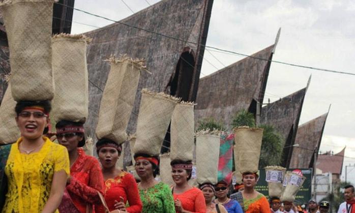 Pesona Ragam Budaya Indonesia di Festival Danau Toba 2017