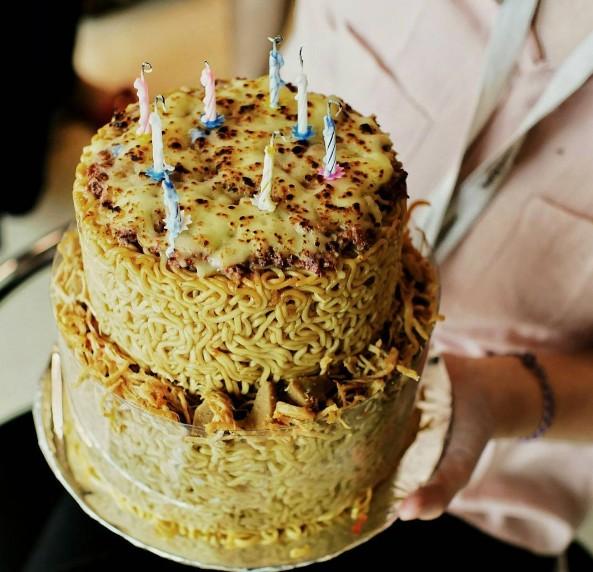 kue ulang tahun mi goreng01