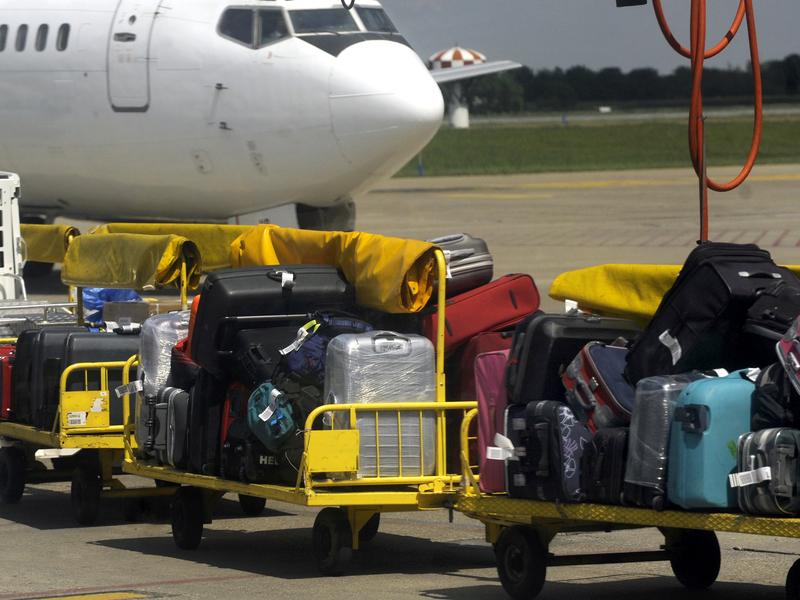 lempar bagasi