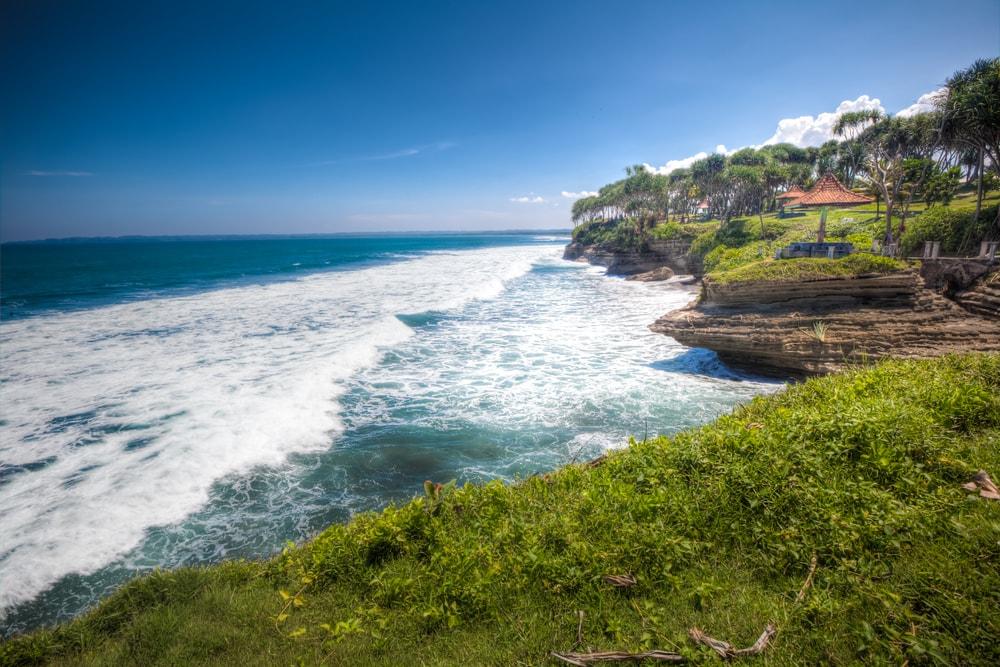 Batu Hiu Pangandaran, Tanah Lotnya Jawa Barat yang Sangat Mengagumkan