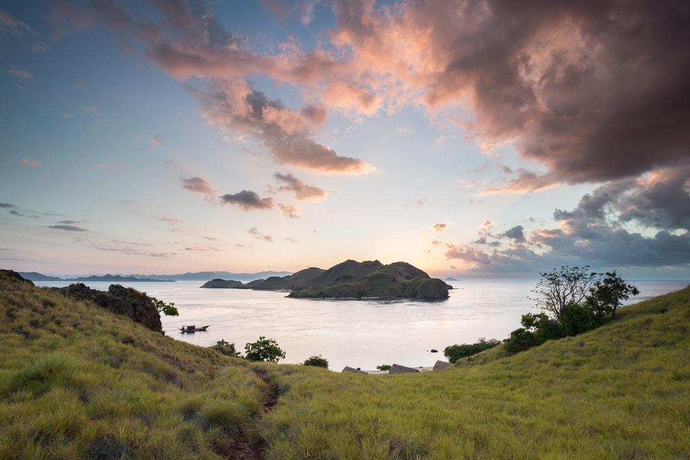 Bukit Cinta Labuan Bajo, Spot Romantis dengan Panorama Sunset yang Menawan