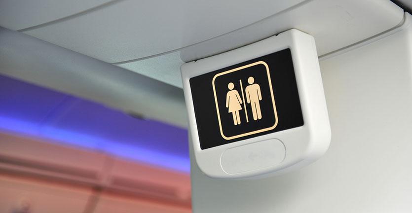Pramugari Ini Beberkan Rahasia Waktu Paling Tepat ke Toilet Saat di Pesawat