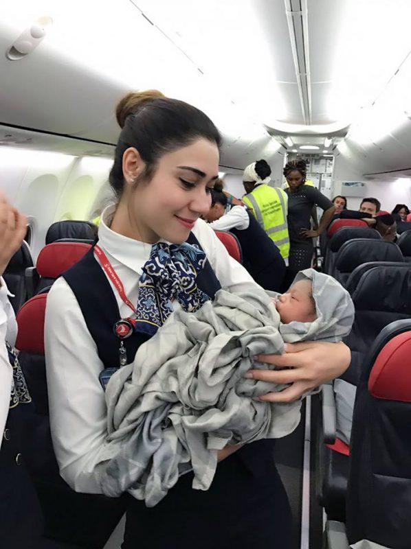 wanita melahirkan di pesawat turkish airlines