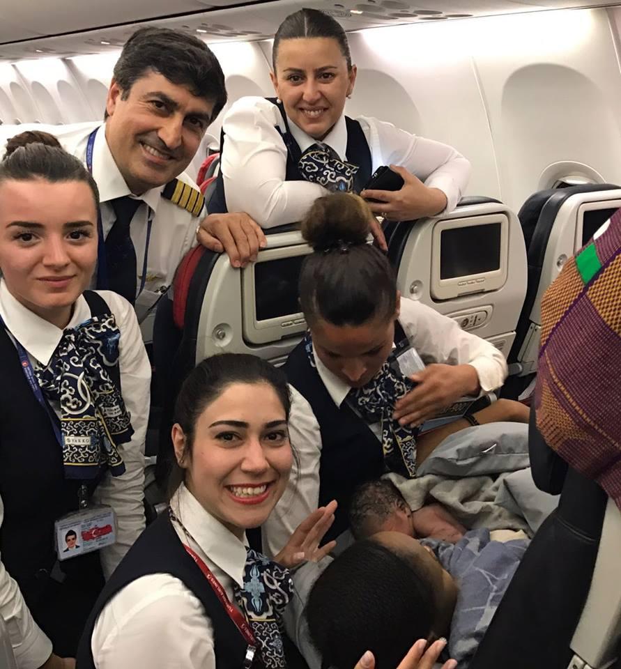 Selamat! Seorang Penumpang Turkish Airlines Lahirkan Bayi Perempuannya di Pesawat