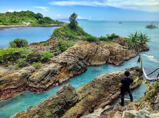 Pantai Tapak Kera, Destinasi Tersembunyi yang Menyimpan Misteri