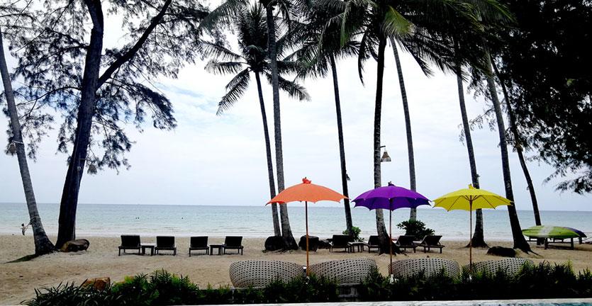 liburan di pantai (shutterstock)