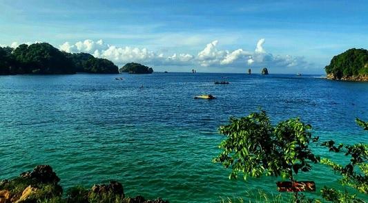 Pantai Tiga Warna, Surga Cantik dari Malang yang Tak Boleh Terlewatkan