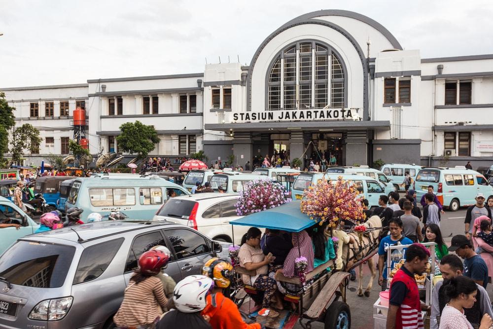 Serunya Jelajah Kuliner Nikmat di Sekitar Stasiun KRL Jabodetabek