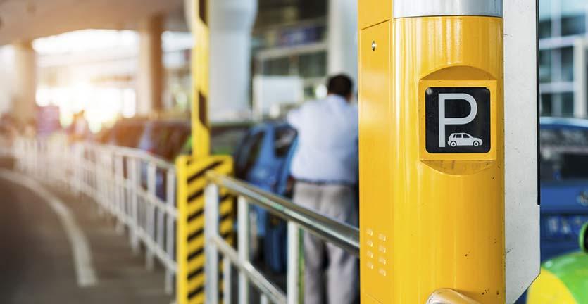 5 Tips Siasati Tarif Parkir Bandara yang Mahal