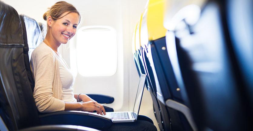 Begini Cara Kerja Wifi di Pesawat Terbang dan Alasan Tidak Semua Maskapai Menyediakannya