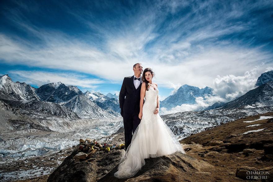 Spektakuler! Pasangan Ini Menikah di Gunung Tertinggi di Dunia, Gunung Everest