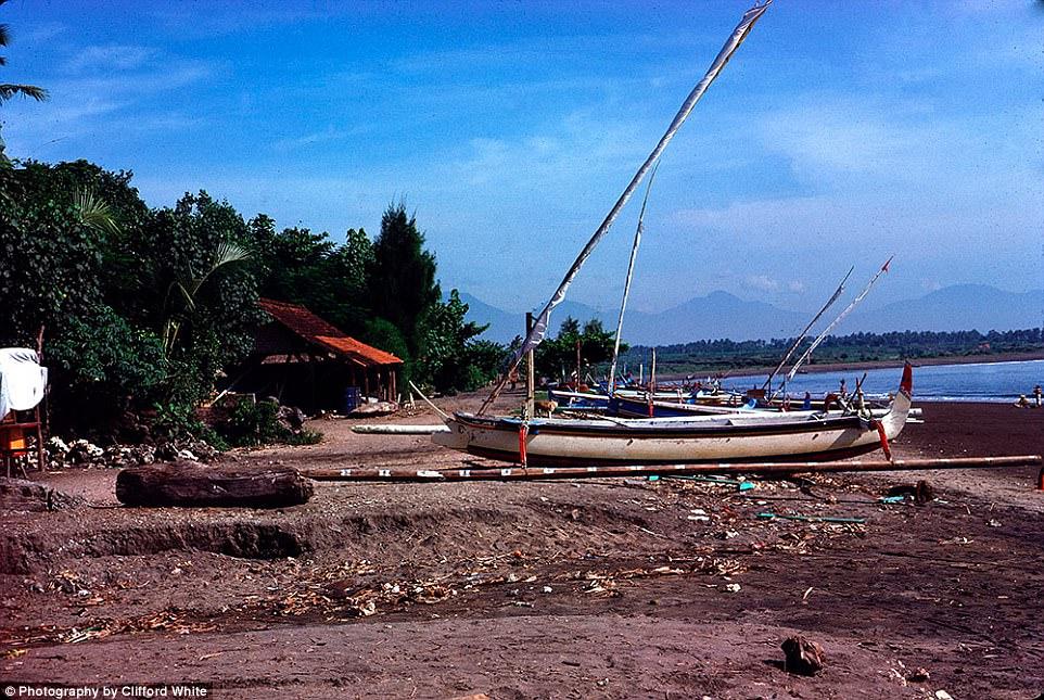 Tampak Asli dan Alami, Ini Dia Potret Jadul Bali Sebelum Ramai Didatangi Traveler