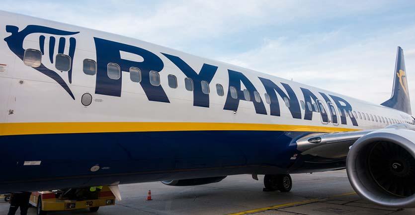 Pramugara Maskapai Ryanair Paksa Salah Satu Penumpang untuk Membuka Tasnya, Penumpang Lain Tegang