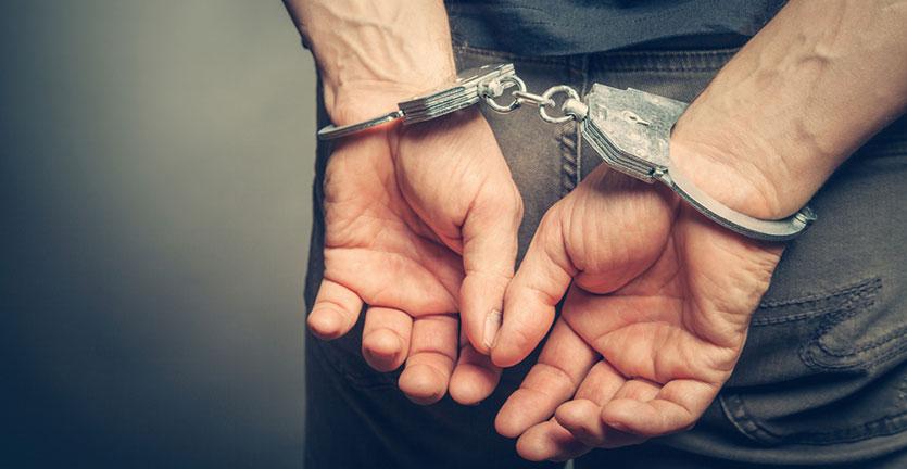Seorang Pria Ditahan Setelah Melakukan Gangguan Penerbangan dalam Pesawat American Airlines