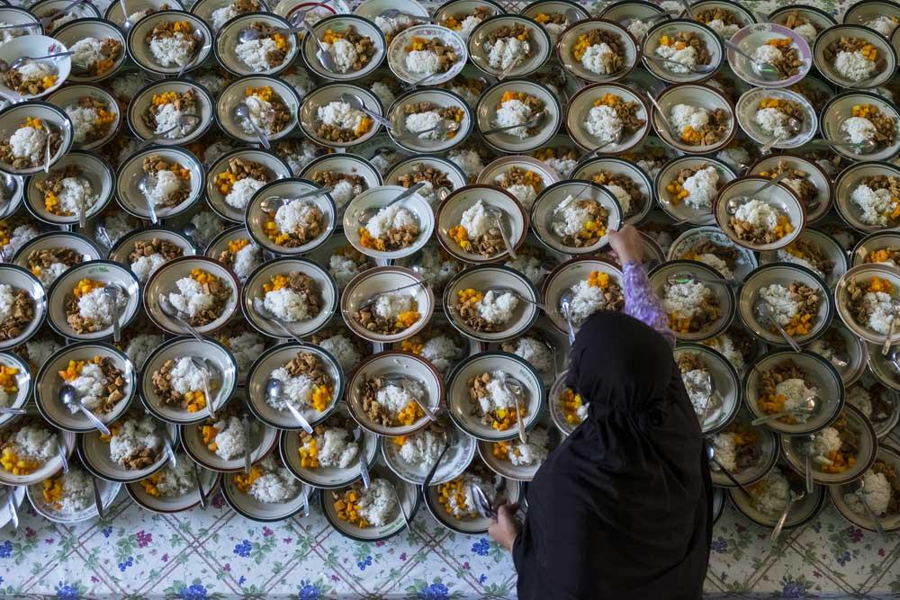 5 Masjid Besar yang Jadi Tempat Favorit untuk Berburu Takjil Gratis