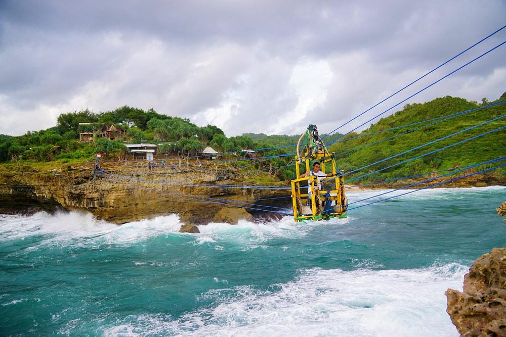 Fakta Tentang Pantai Timang, Tempat Wisata Ekstrem yang Jadi Lokasi Syuting Running Man