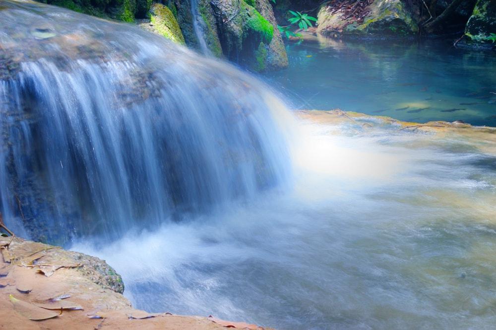 Sejernih Kolam Renang, Pesona Air Terjun Air Mata Jitu di Sumbawa Ini Sudah Mendunia Lho