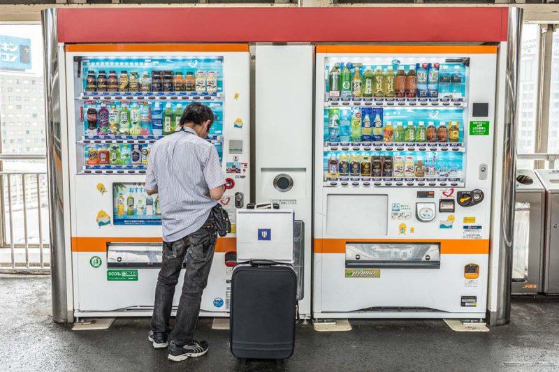 mesin penjual baju di bandara (3)