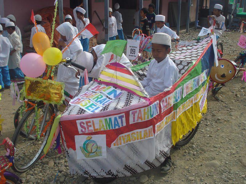 sepeda hias bentuk kapal