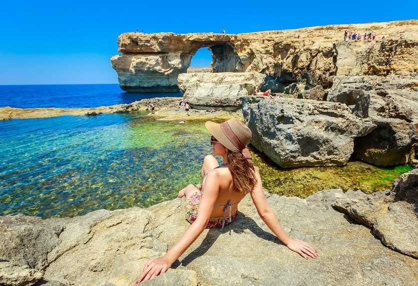 Runtuhan Gua Laut Azure Window kini Menjadi Spot Diving Terbaik di Mediterania