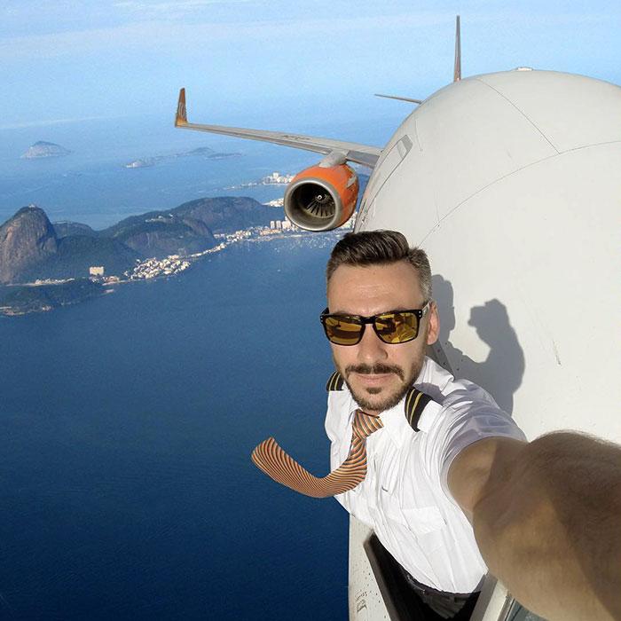 foto pilot selfie di kokpit pesawat (6)