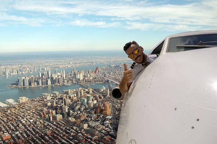 Foto Pilot Selfie Sambil Buka Jendela Pesawat Viral, Ini Fakta yang Sebenarnya