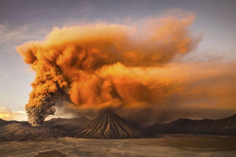Erupsi Gunung Bromo yang sangat indah