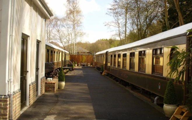 hotel dari gerbong kereta bekas