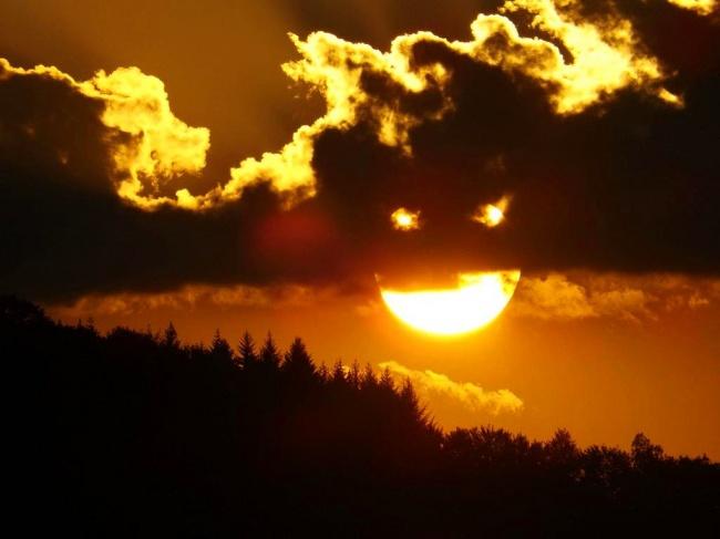 11 Kumpulan Foto Ilusi Optik saat Traveling yang Bisa Kamu Tiru