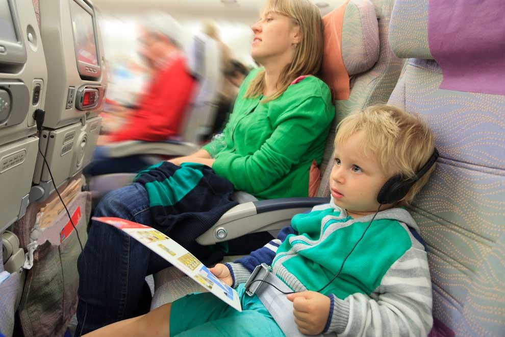 Bahaya, Jangan Lakukan 10 Hal ini di Pesawat
