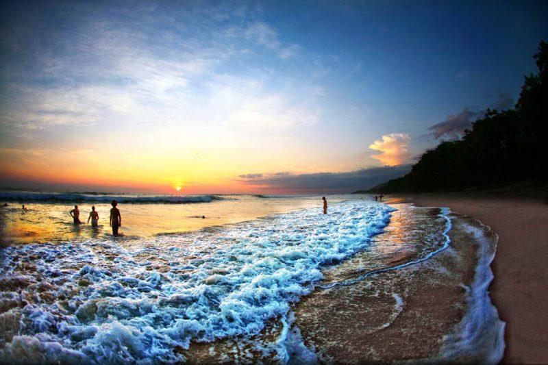 pantai di kosta rika