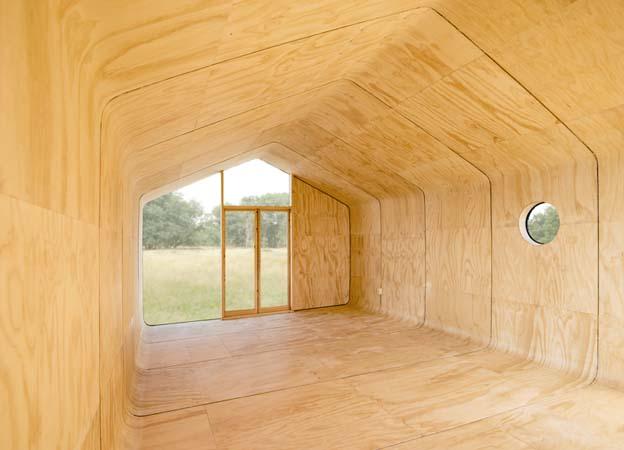 ruangan rumah dari kardus