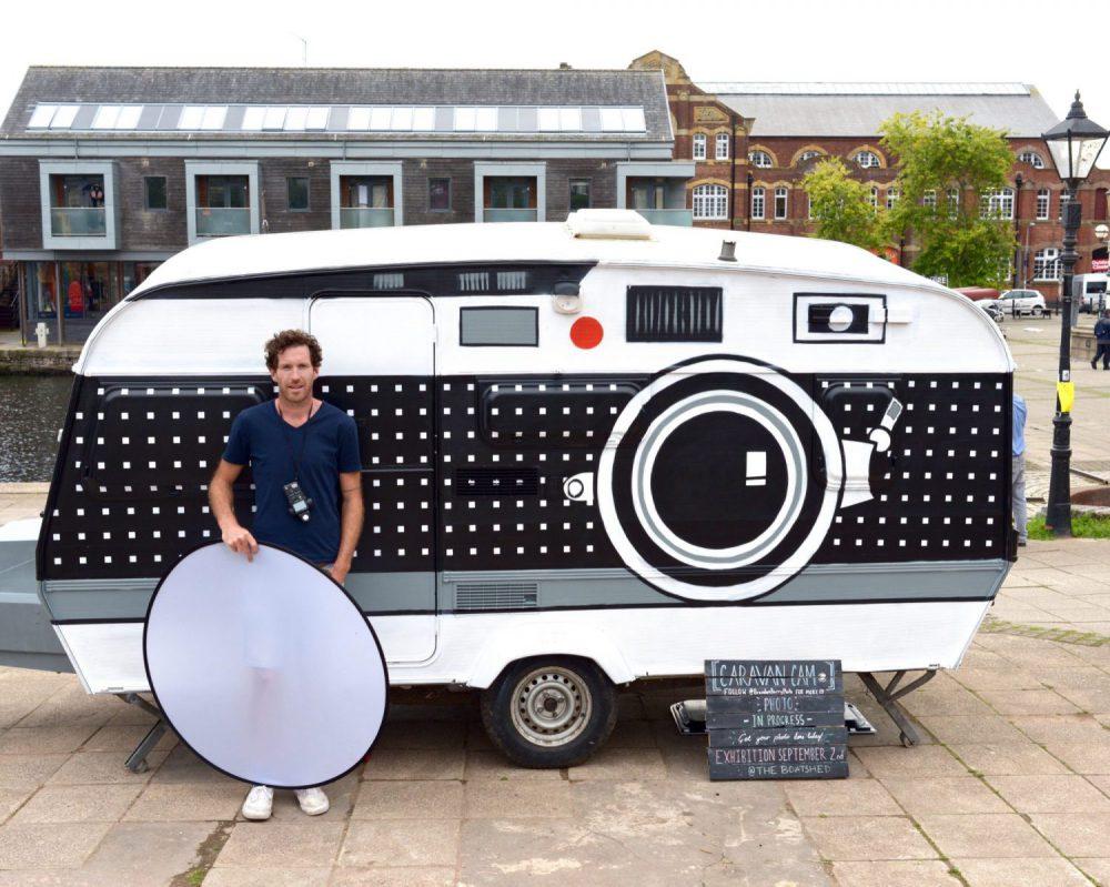Seorang Fotografer Mengubah Karavannya menjadi Kamera Raksasa