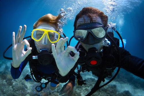 Sebelum Diving, Pahami Dulu 7 Isyarat Tangan Ini