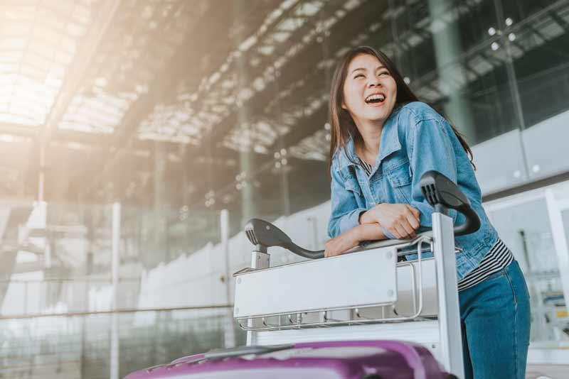 Cara Melewati Penerbangan Panjang Selama 17 Jam Tanpa Bosan