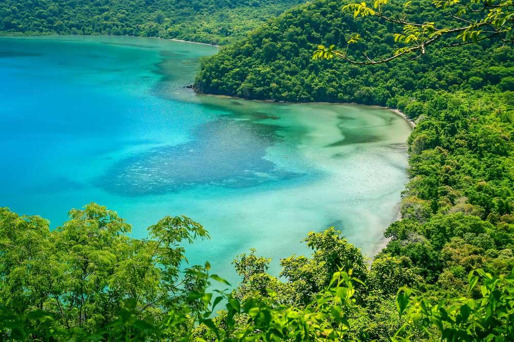 pantai tersembunyi di Sumbawa Barat