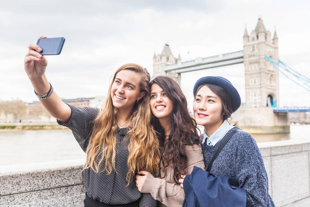 Kenapa Harus Traveling di Usia Muda? Ini Alasannya