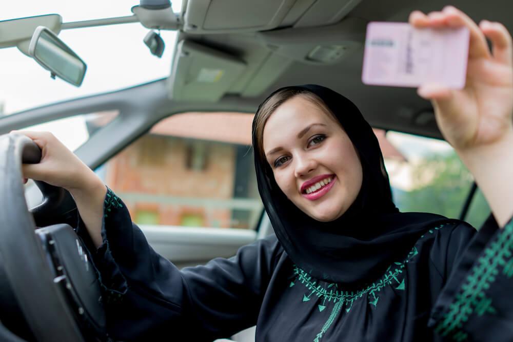 Dulu Diharamkan, Sekarang Halal Perempuan Arab Saudi Menyetir Sendiri