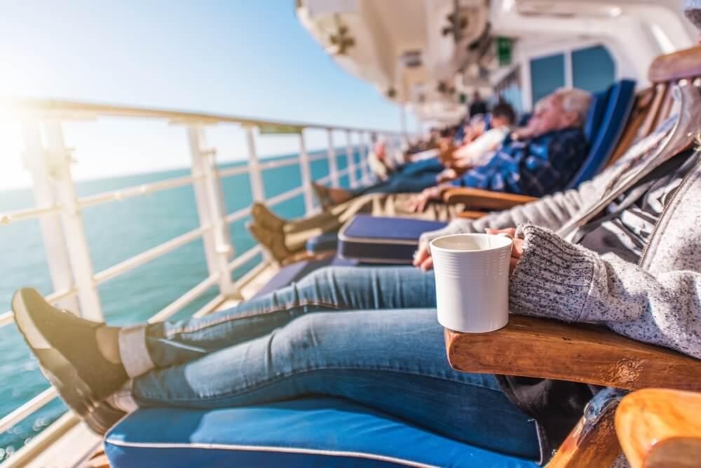 7 Cara Usir Bosan Saat dalam Perjalanan Laut