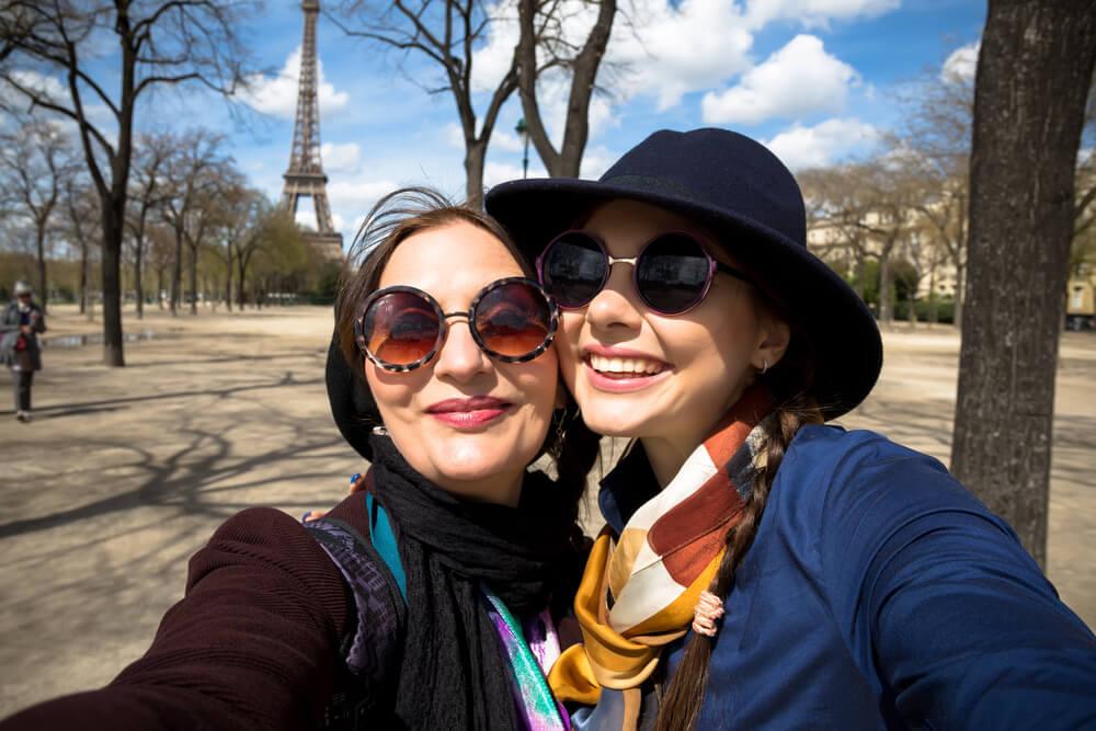 5 Kado Terbaik untuk Orang Tua yang Suka Traveling